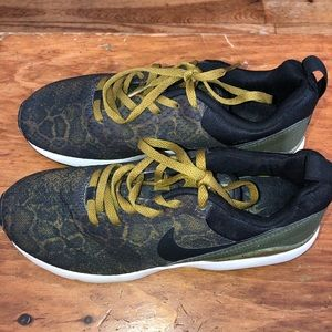 Rare Nike Air Max Siren Print Green Black Sneakers